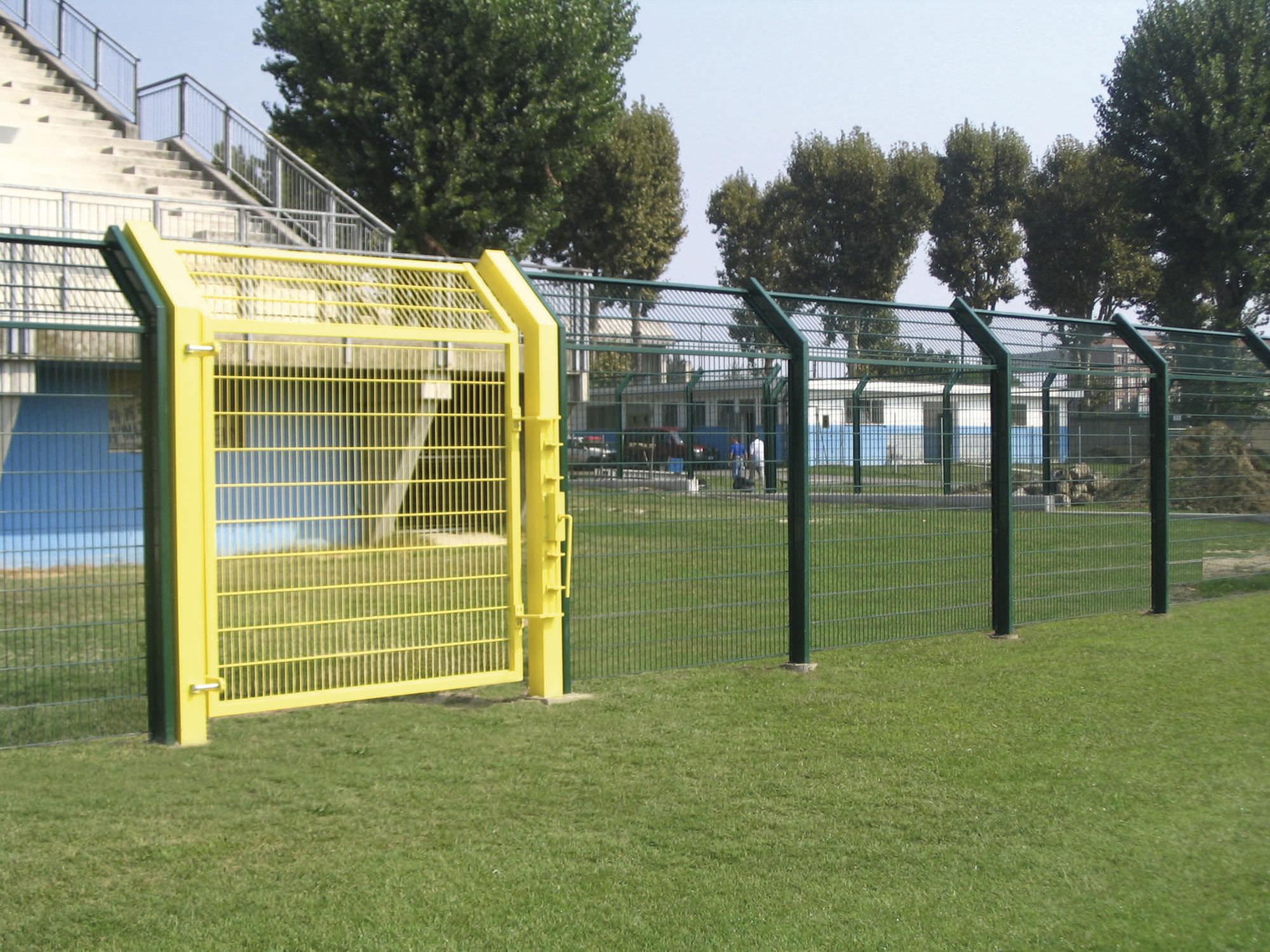Zaun für Sportplätze / Maschendraht / Platten / Stahl - RECINTHA ...