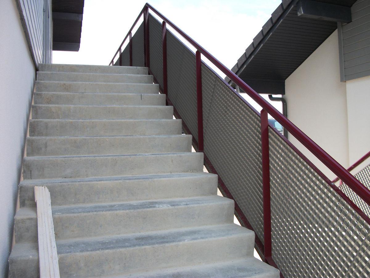 Geländer / verzinkter Stahl / Maschendraht / Außenbereich / für ...