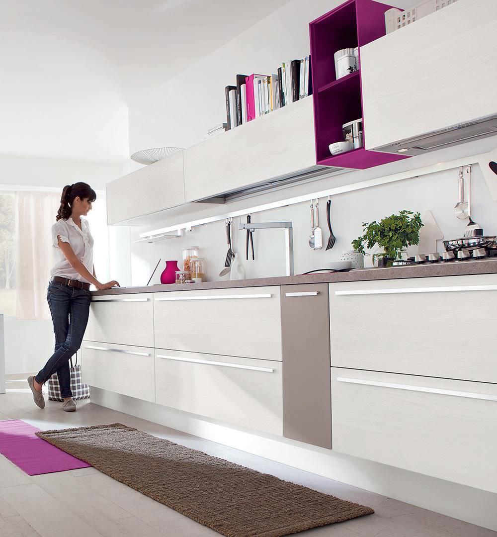 Moderne Küche / Holz / lackiert / matt - NOEMI - CUCINE LUBE - Videos