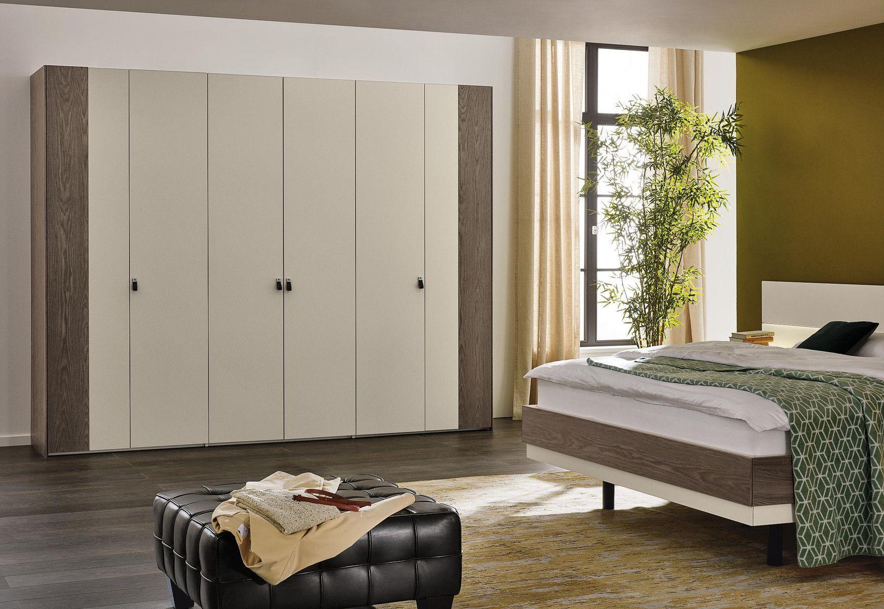 Moderner Kleiderschrank / lackiertes Holz / Falttüren / Schwingtüren ...