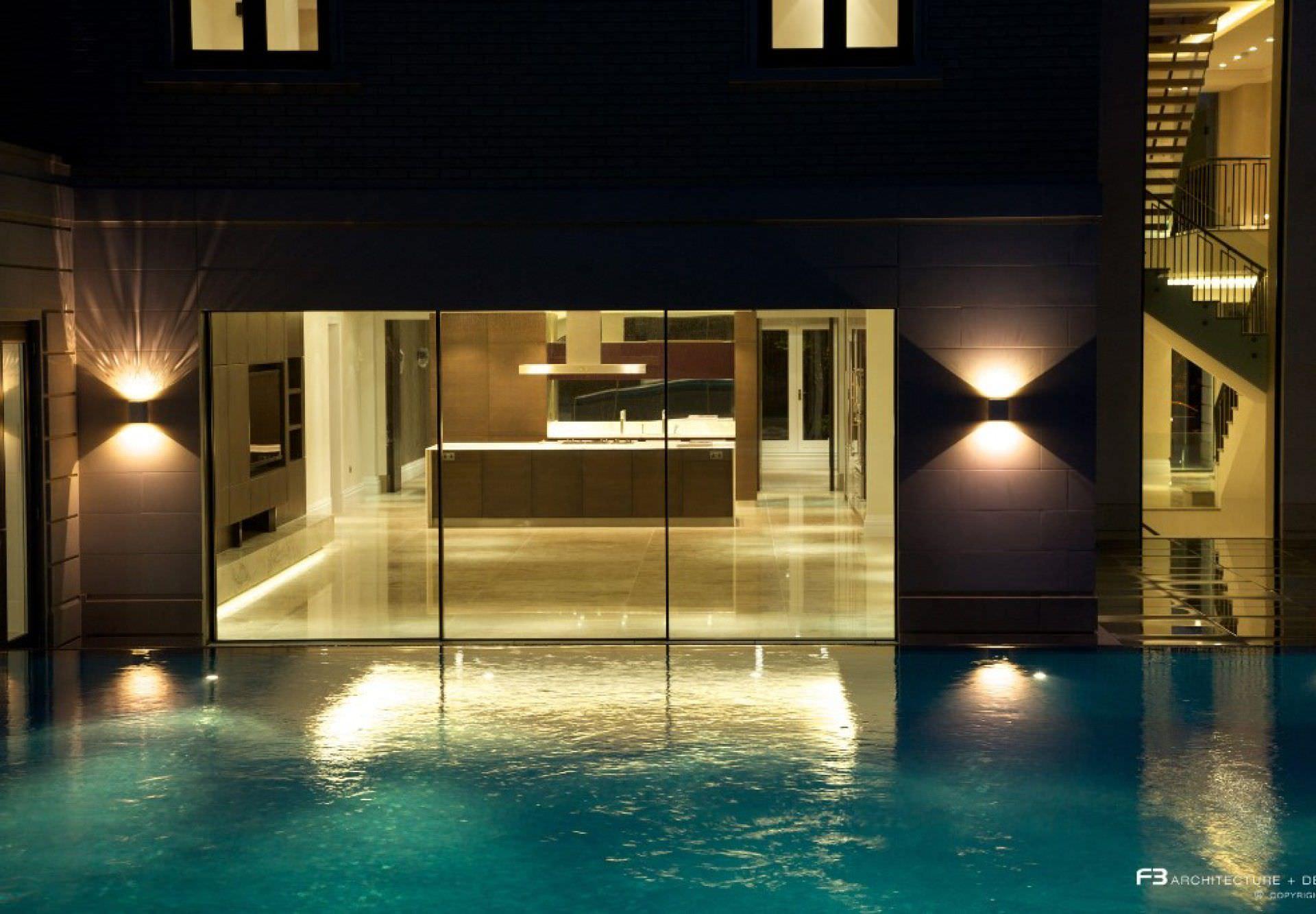 Erdverlegtes Schwimmbecken / Beton / Schwimmteich Überlauf / Mosaik ...