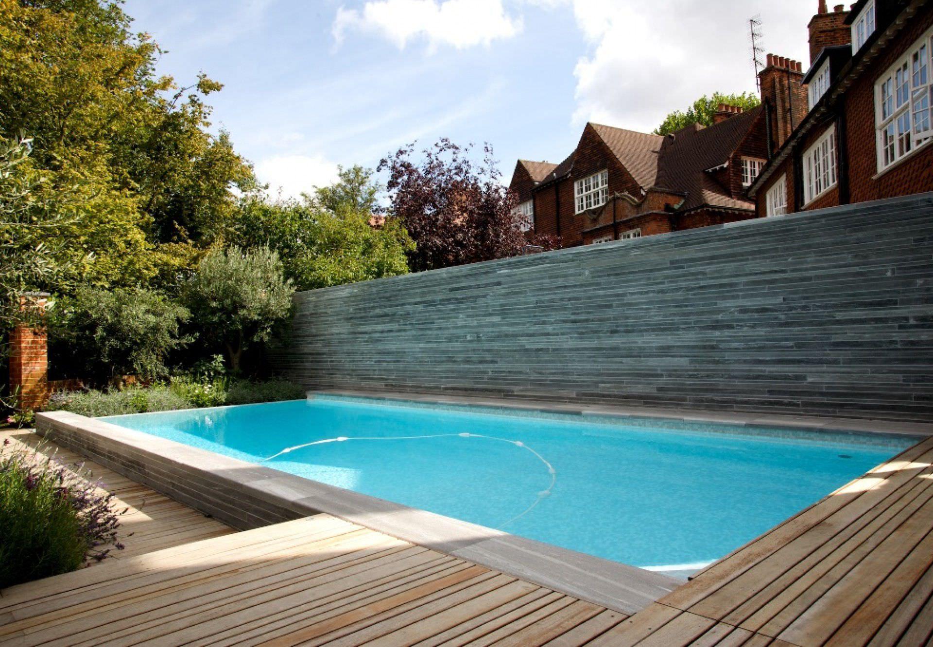 Swimming pool garden  Erdverlegtes Schwimmbecken / Beton / Schwimmteich Überlauf ...