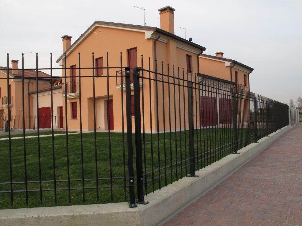 Zaun für öffentliche Bereiche mit Stangen Zinkstahl