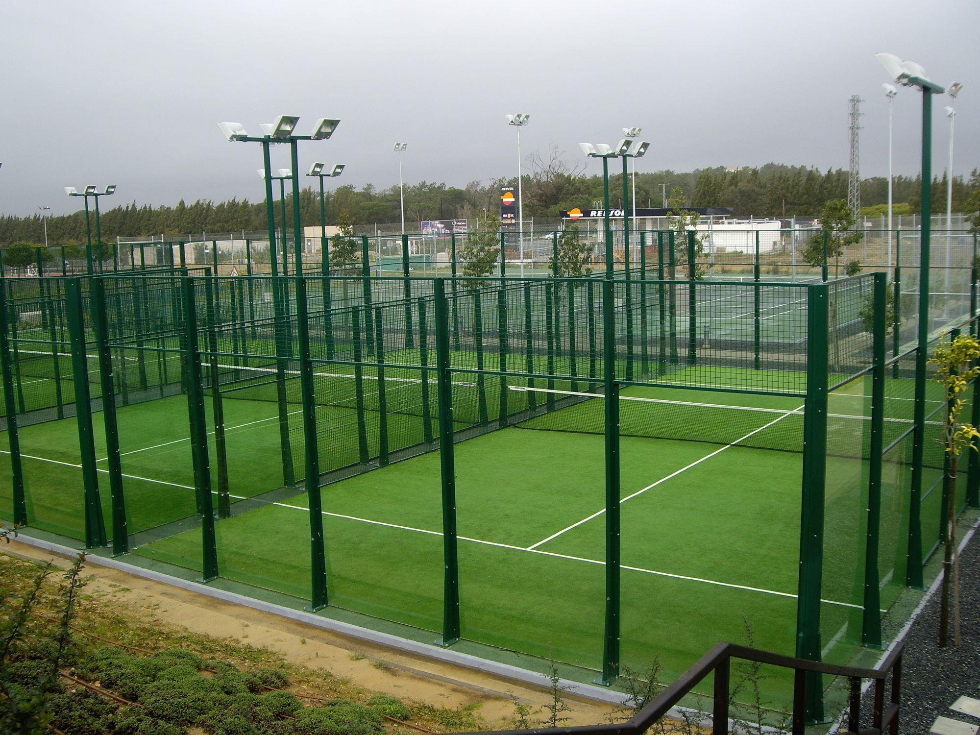 Zaun für Sportplätze Maschendraht Metall PADEL Indusmetal