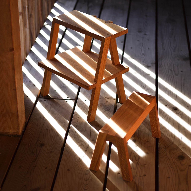 Moderner Hocker aus Eiche Massivholz mit Fußstütze AEKI by