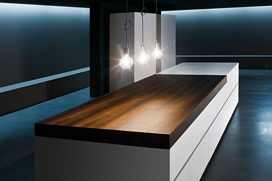 Moderne Küche / Holzfurnier / lackiertes Holz / gebürsteter ...