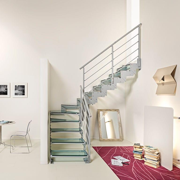 treppe in minimalistischem stil bilder, halbgewendelte-treppe / stahlstruktur / glasstufen / ohne setzstufe, Design ideen