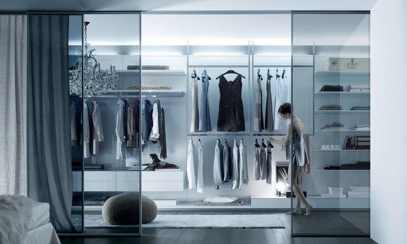 Begehbarer kleiderschrank modern  Begehbarer -Kleiderschrank / Wandmontage / modern / Glas ...