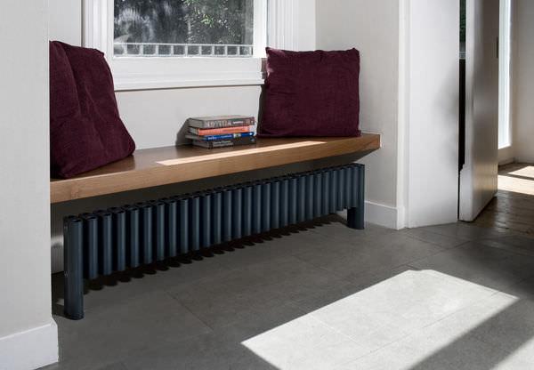 Heizkörper Zum Sitzen heißwasser heizkörper aluminium modern horizontal leggy