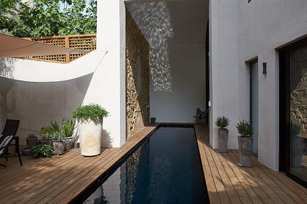 Beton In Interieur : Erdverlegtes schwimmbecken beton holz nach maß couloir de