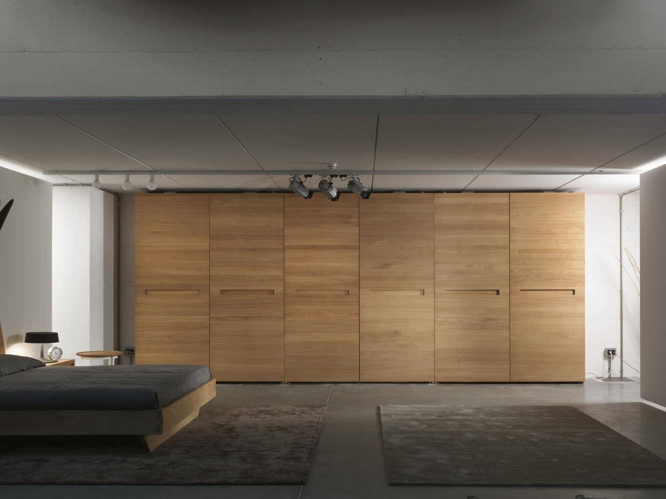 Moderner Kleiderschrank Holz Schiebeturen Plano Riva