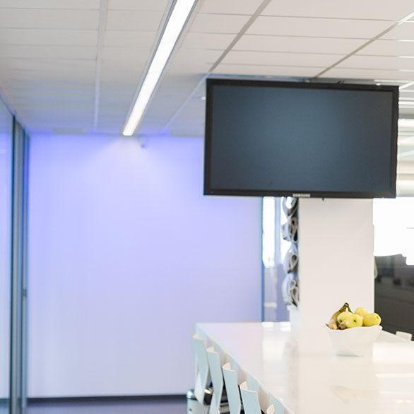 Einbau-Beleuchtungsprofil / für Deckenmontage / LED / fluoreszierend ...
