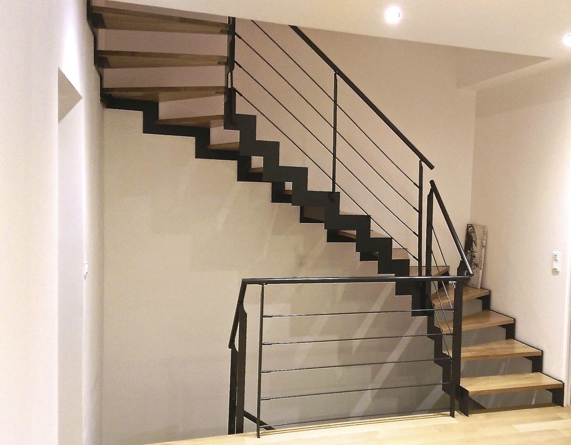Halbgewendelte-Treppe / Metallstruktur / Stahlstruktur / Holzstufen ...