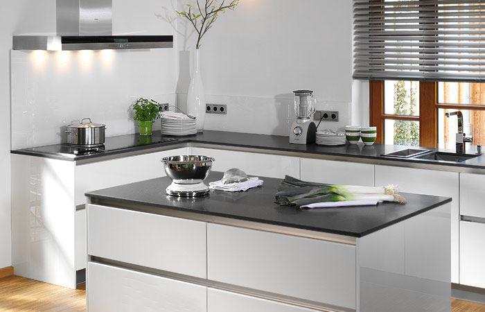 ... Moderne Küche / Holz / Kochinsel / Lackiert