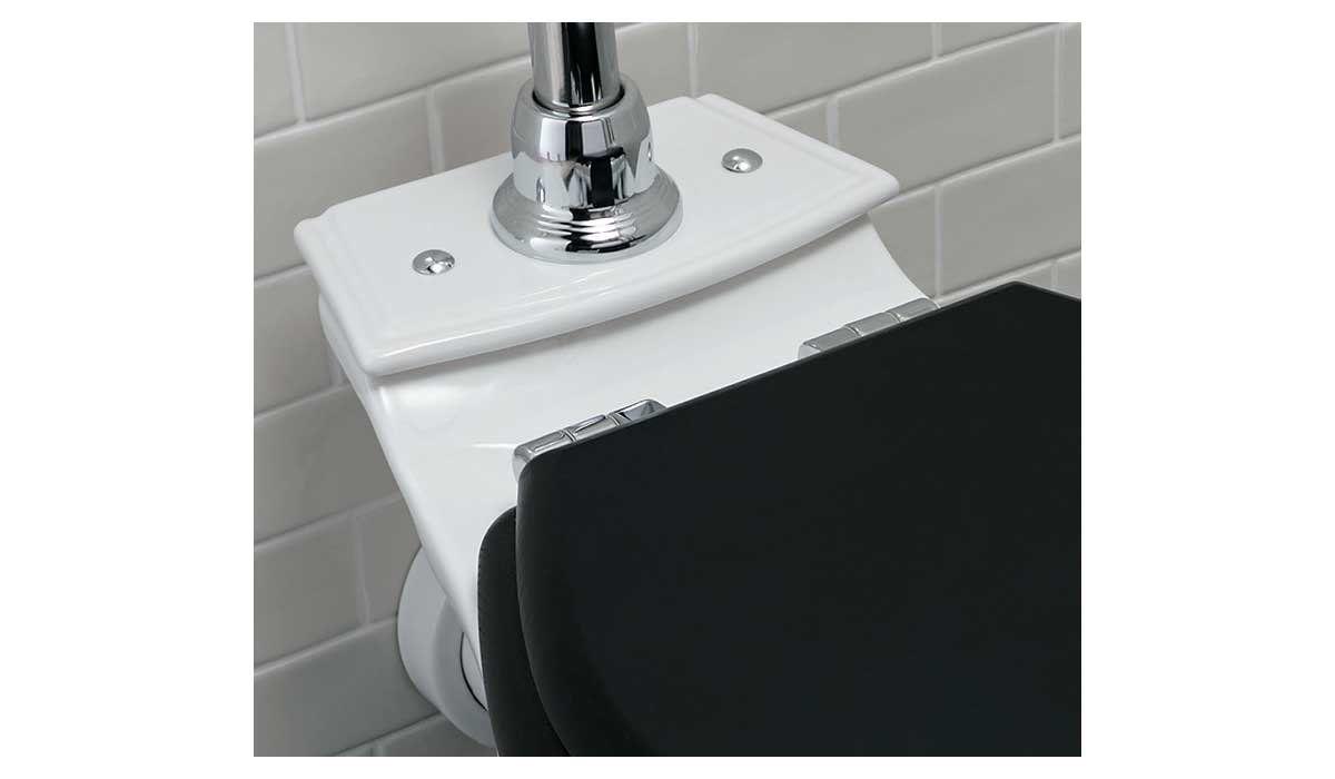 Freistehendes wc monoblock keramik mit sichtbarem spülkasten