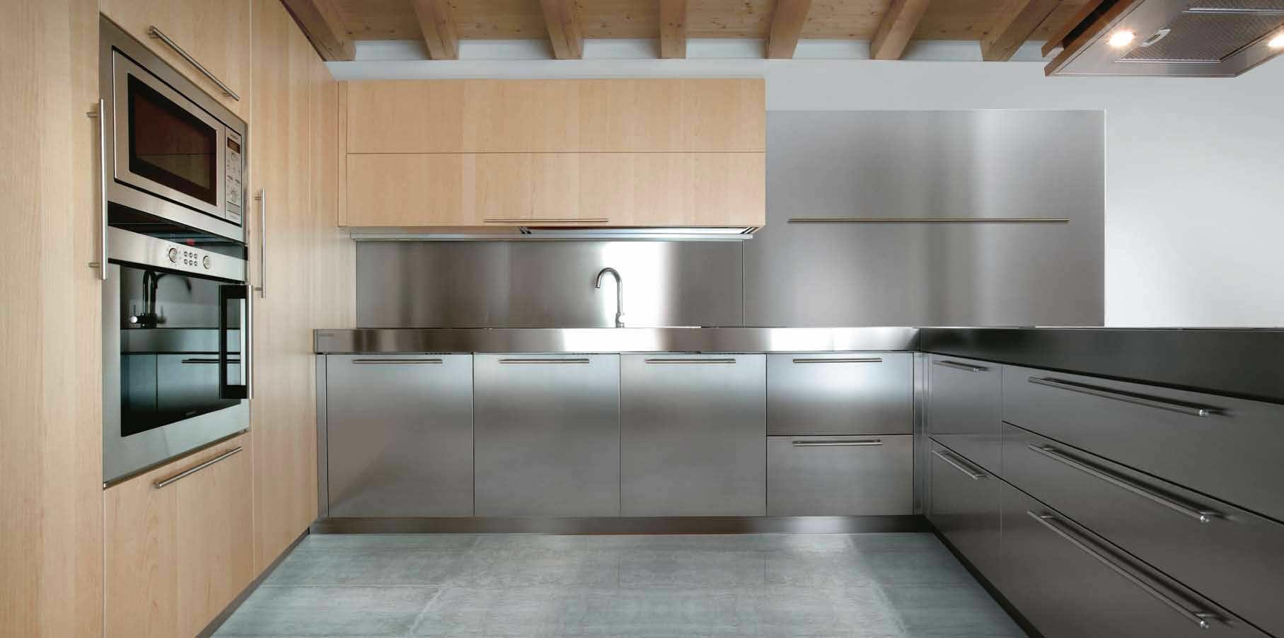 Moderne küche aus edelstahl aus massivholz holz 01c