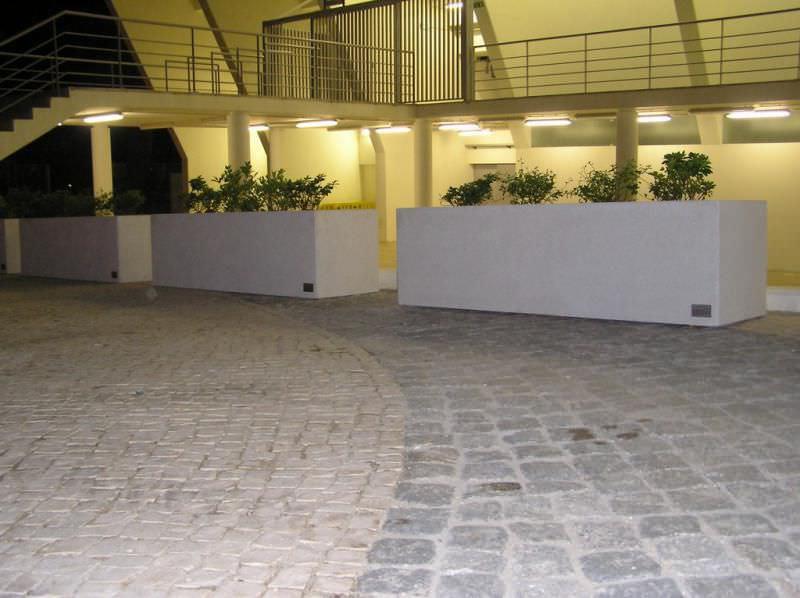 Beton-Pflanzkübel / rechteckig / modern / öffentliche Bereiche ...