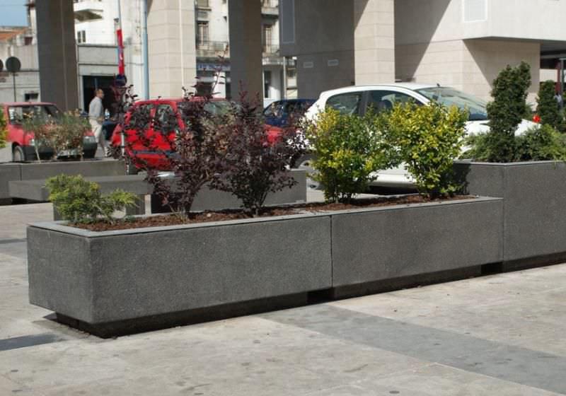 Beton-Pflanzkübel / rechteckig / modern / für öffentliche Bereiche ...