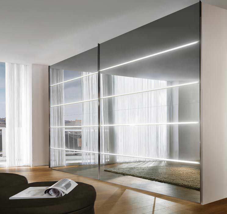 Moderner Kleiderschrank / hochglanzlackiertes Holz / Glas ...