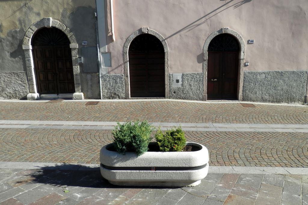 Edelstahl-Pflanzkübel / aus Marmor / aus Naturstein / oval ...