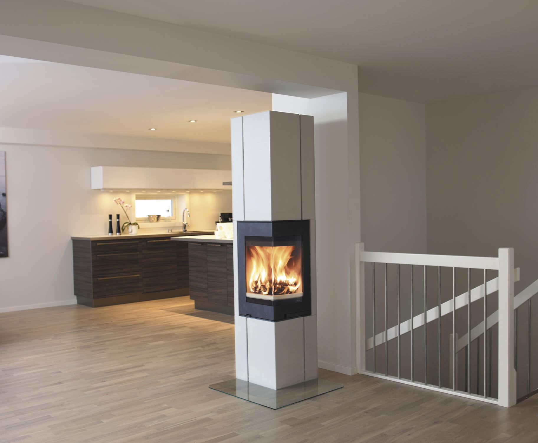 Holzbefeuerter Kamin / Modern / Geschlossene Feuerstelle / Für Ecken    HAVANNA