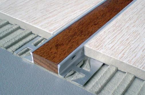 Fliesen Auf Holz holz trennprofil aus aluminium für fliesen mit holzleiste