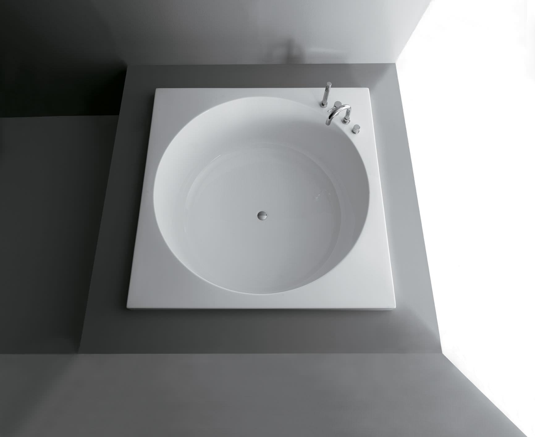 Quadratische Badewanne quadratische badewanne aus acryl sharm by alessandro paolelli
