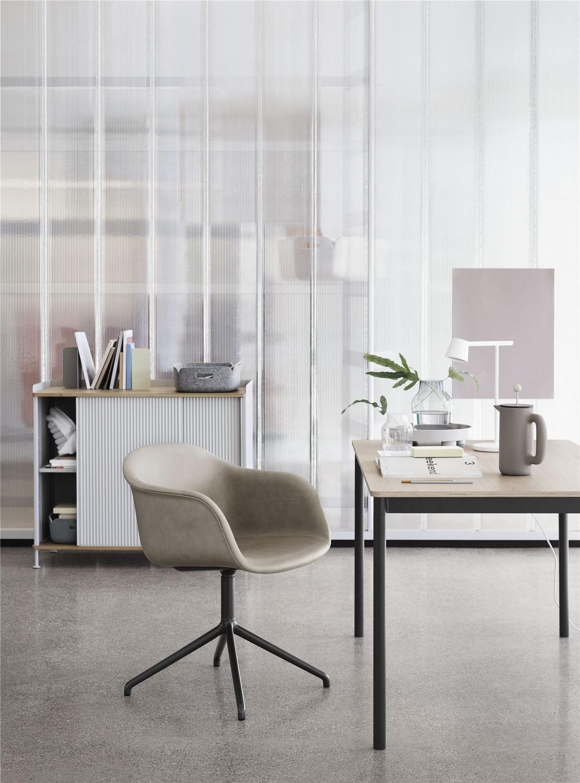 ... Tisch / Skandinavisches Design / Aus Sperrholz / Aluminium / Laminat