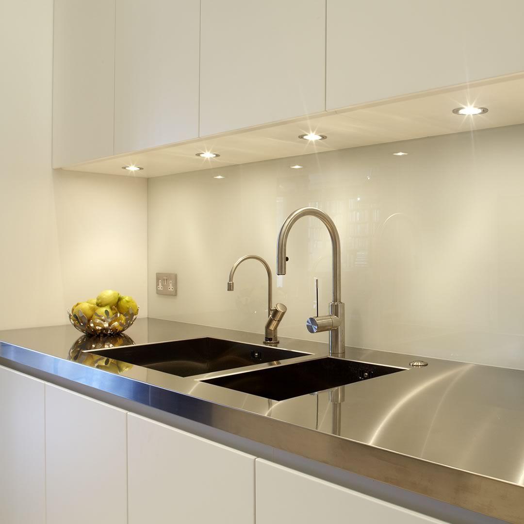 Moderne küche aus edelstahl laminat lackiert wapping