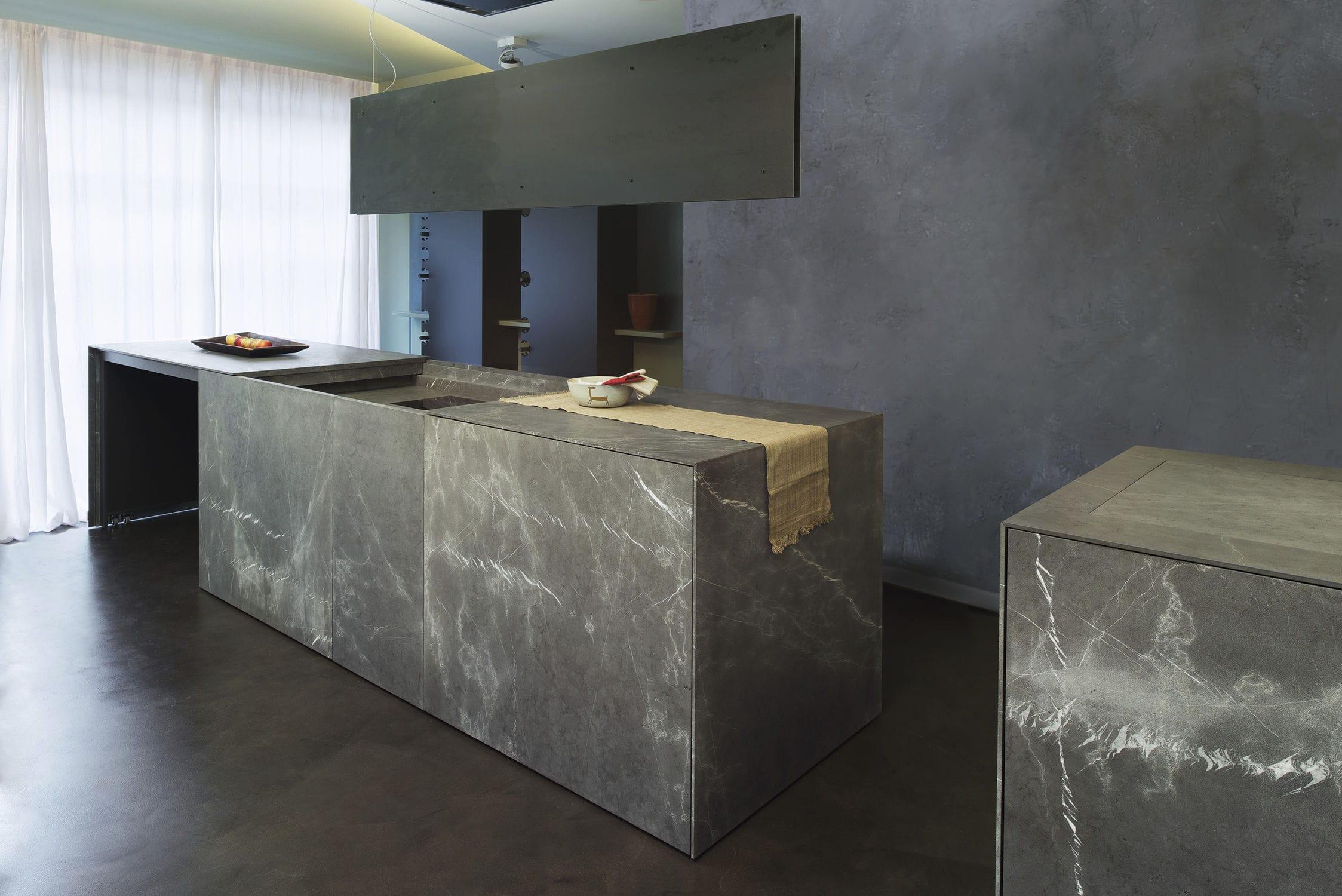 Moderne Küche / Stein / Kochinsel 20141001_D90_ACCIAIO OSSIDATO E PIETRA  BASALTINA TM Italia ...