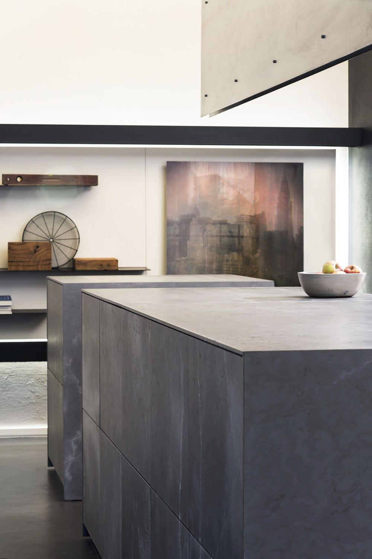 Großartig ... Moderne Küche / Stein / Kochinsel 20141001_D90_ACCIAIO OSSIDATO E  PIETRA BASALTINA TM Italia