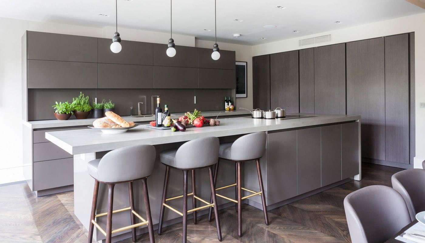 Moderne Küche / Stein / Holzfurnier / Kochinsel   VILLA LONDON