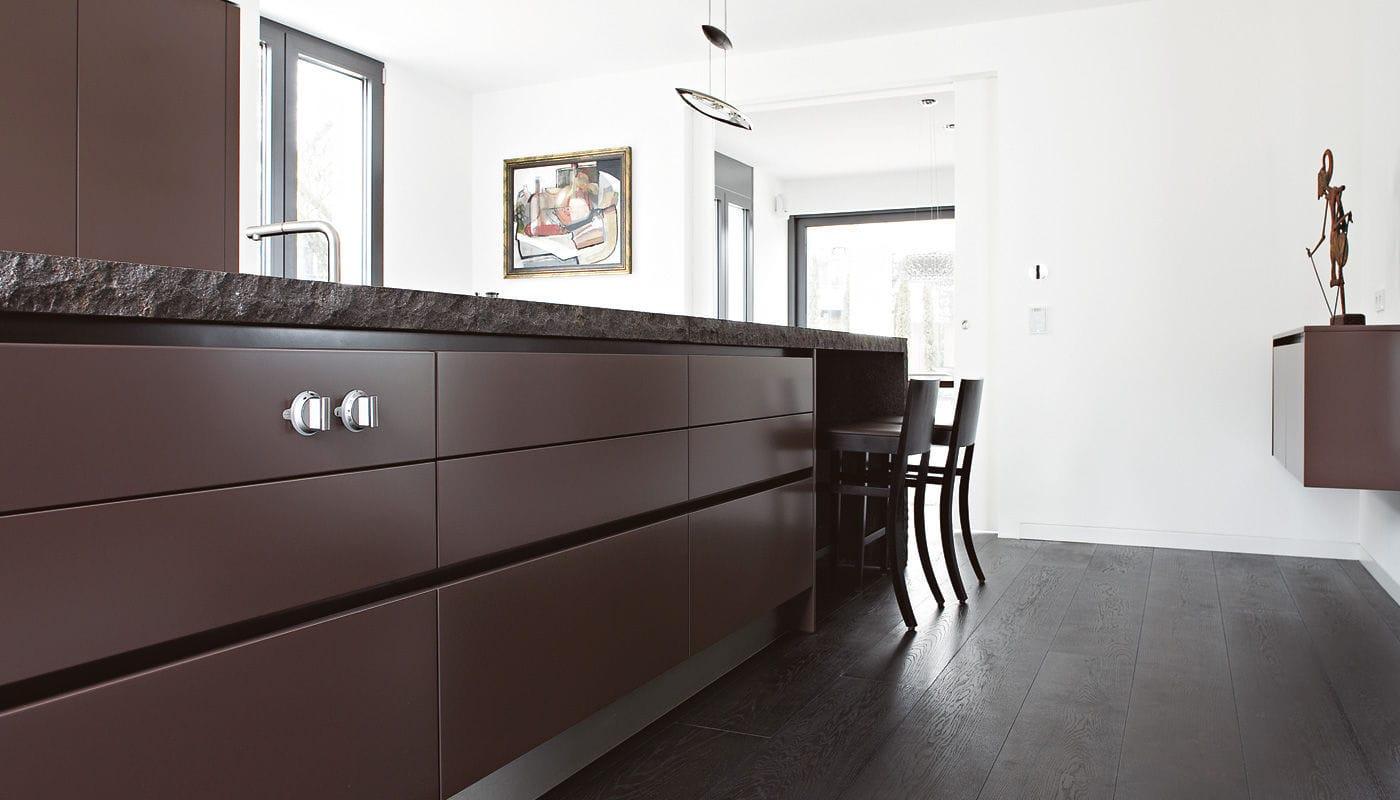 Eggersmann Küchen moderne küche stein kochinsel lackiert villa wiesbaden