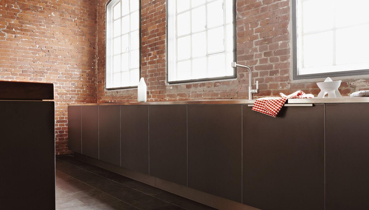 Moderne küche aus edelstahl laminat aus kirschbaum loft hamburg eggersmann küchen gmbh