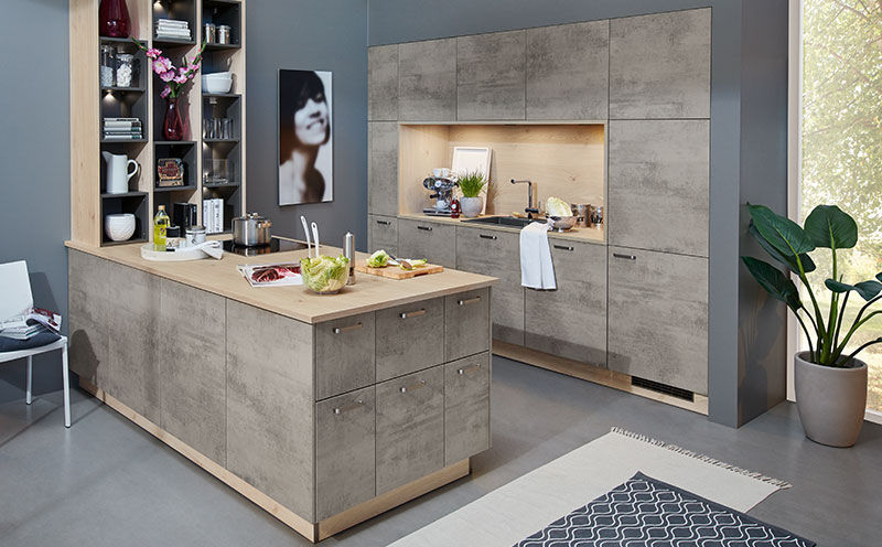 Moderne Küche / Holz / Beton / Kochinsel