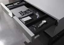 Nachttisch / modern / Holz / lackiertes Holz