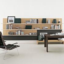 Wandmontierte Bibliothek / modern / lackiertes Holz / Glas