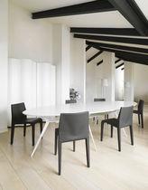 Moderner Stuhl / Stapel / aus Eiche / Nussbaum