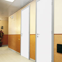 Einflügelige Tür / Holz / Aluminium / für öffentliche Einrichtungen