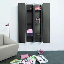 Wandmontiertes Regal / modern / lackiertes Holz / Stahl