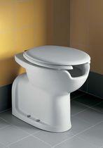 Freistehendes WC / Keramik / behindertenfreundlich / mit eingebauter Spülung