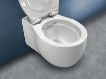 Hängendes WC / Keramik / mit eingebauter Spülung / Spülrandlos