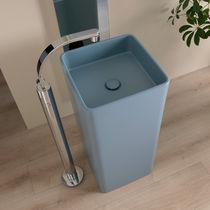 Freistehendes Waschbecken / quadratisch / Keramik / modern