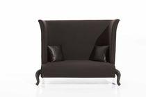 Klassisches Sofa / 2 Plätze / mit hoher Rückenlehne / beige
