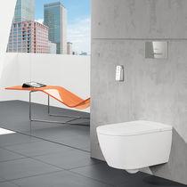 Hängend-Toiletten / aus Keramik / intelligent / mit eingebauter Spülung