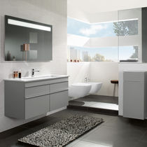 Modernes Badezimmer / aus Keramik