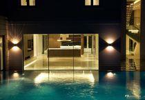 Erdverlegtes Schwimmbecken / Beton / Schwimmteich Überlauf / Mosaik