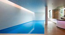 Erdverlegtes Schwimmbecken / Beton / Schwimmbahn / Innenbereich