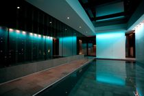 Teileingebautes Schwimmbecken / Beton / Verstellbarer Boden / Innenbereich