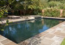 Erdverlegtes Schwimmbecken / Natur / Mosaik / Außenbereich